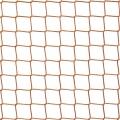 Siatka na balkon dla kota Siatka zabezpieczająca dla kota na balkon o wymiarach oczka 4,5 x 4,5 cm i grubości siatki 3 mm w doskonały sposób zabezpieczy miejsca takie jak balkon czy okna, gdzie kot może wypaść w pogoni za ptactwem czy ciekawy świata przedostać się poza barierki, co może być bardzo niebezpieczne. Siatka polipropylenowa ze względu na wysoką wytrzymałość i odporność mechaniczną nie zostanie przez kota pogryziona ani rozerwana pazurkami, co jest dodatkowym plusem. Będzie służyć przez wiele lat użytkowania.