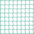 Siatki Białystok - Siatki dla zwierząt - ptactwo Dobrze wykonana woliera musi zawierać także mocną siatkę ochronną. Ta wykonana z polipropylenu o wymiarze oczek 4,5 x 4,5 cm i grubości siatki 3 mm będzie doskonałym zabezpieczeniem także najmniejszych osobników. Sprawdzi się przez cały rok, niezależnie od zmieniających się warunków pogodowych. Sprawdzi się w małych, domowych hodowlach, jak i większych, jak te w ogrodach zoologicznych, zoo czy innych terenach, gdzie potrzebujemy zabezpieczenia przed ucieczką czy wtargnięciem obcych zwierząt, a także zapewnienie ochrony osobom, które przychodzą podziwiać zwierzęta na takich terenach.
